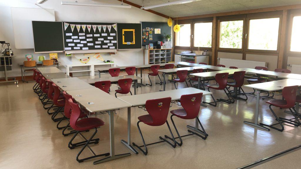 Für jedes Kind der Koalaklasse standen die Tisch eund Stühle schon bereit.